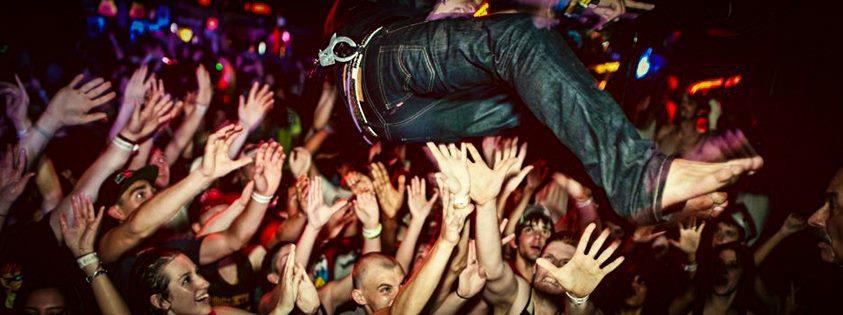 crowdsurf All aboard La Sala El Tren, Granada
